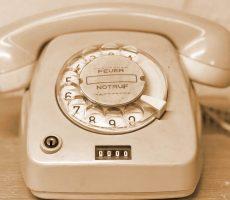 Alexandra Koch telefoongesprek aannemen in het duits
